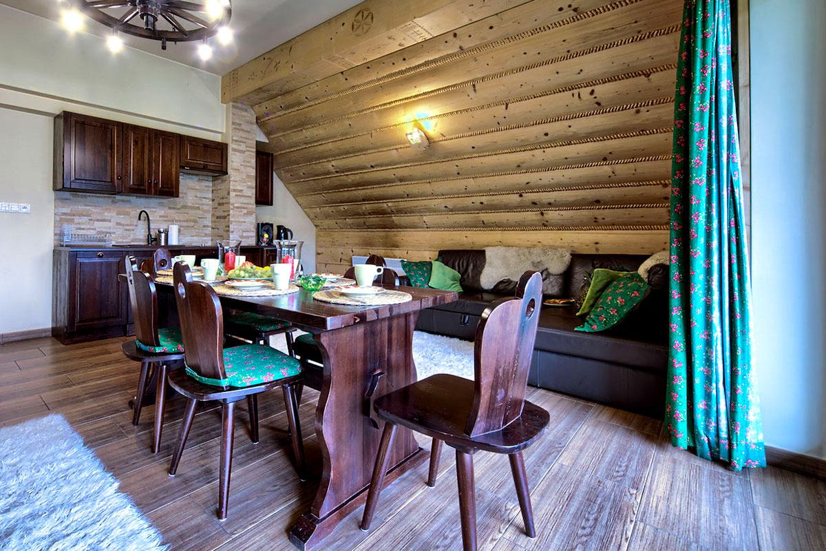 aneks kuchenny i salon w wygodnym apartamencie Góralski SPA w Zakopanem Szymoszkowa